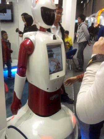Exhibición del robot guía POPO