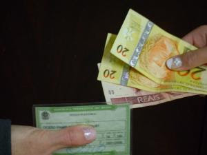 http://1.bp.blogspot.com/_jFlTIU-7d_A/SwtB_tWFnnI/AAAAAAAAANQ/78MwEil8Ois/s400/compradevoto2009_materia.jpg