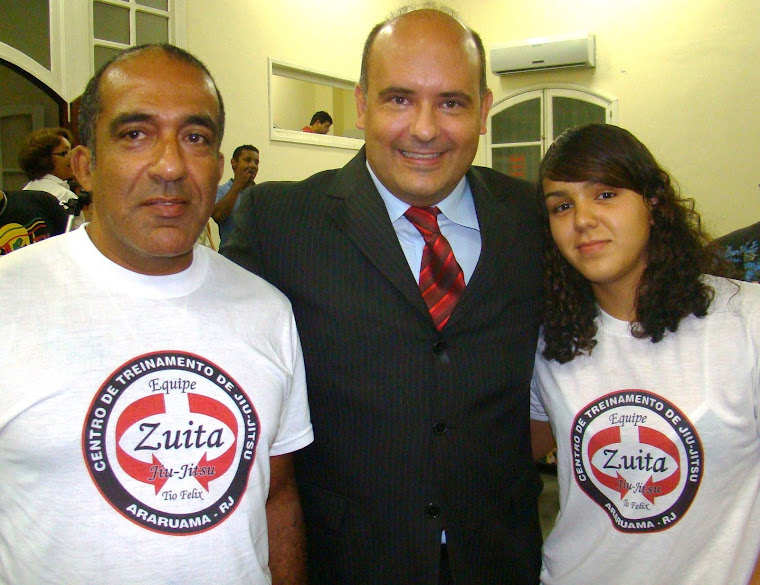 Vereador Saulo Peres homenageia esportista araruamense