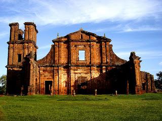 Lista del Patrimonio Mundial. 800px-Ruinas_de_Sao_Miguel_das_Missoes