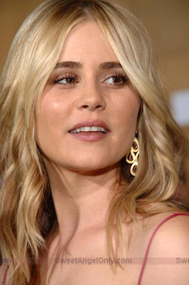 alison_lohman_hot_wallpaper_05_sweetangelonly.com
