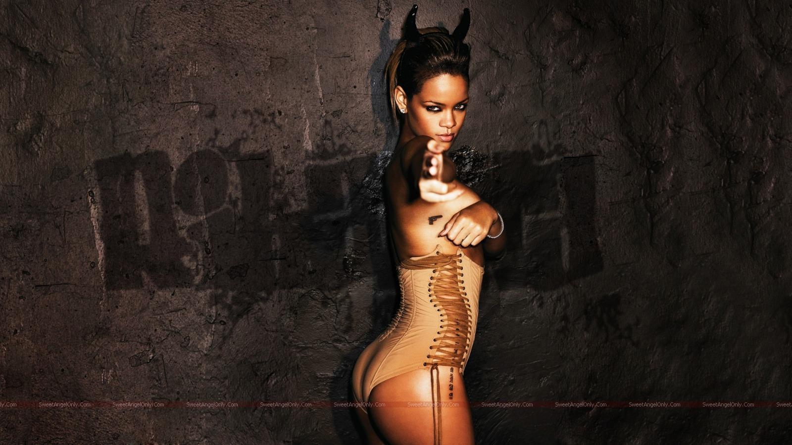 http://1.bp.blogspot.com/_jJPqWg6V3Y8/TUKwOSVbSAI/AAAAAAAAD98/ldhX467rqsY/s1600/hollywood_hot_actress_wallpapers_69.jpg
