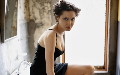 angelina_jolie_hot_wallpaper_103_SweetAngelOnly.com
