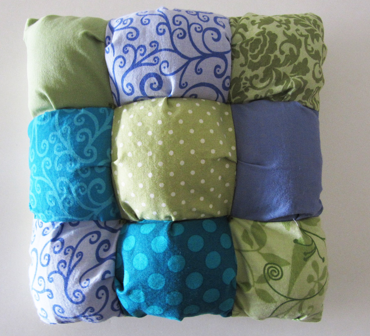 Puffy pillow tutorial honeybear lane puffy pillow tutorial jeuxipadfo Image collections