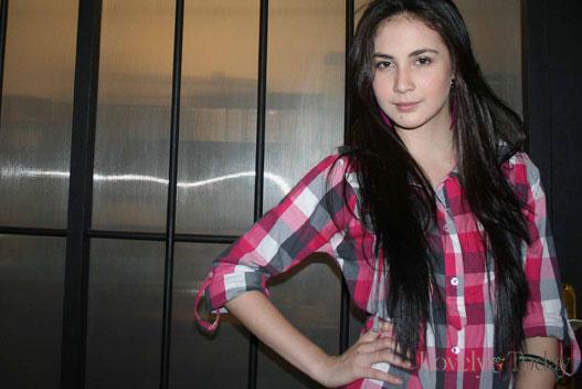 Arumi Bachsin benarkah ibunya tega menjual aktris cantik ini pada pengusaha asal Kudus