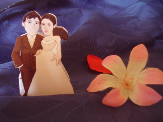 boite en forme de mariés avec les tetes des futurs mariés