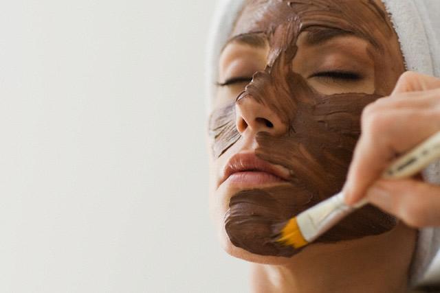 La máscara para los cabellos con los preparados farmacéuticos