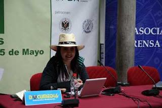 Rosa Jiménez Cano, con sombrero de paja