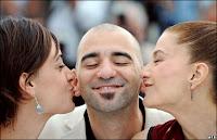 Elie et Martina embrassent Pablo