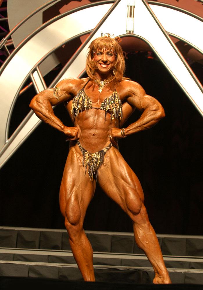 Heavy muscle Queen in wild bikini ! She has great quads !