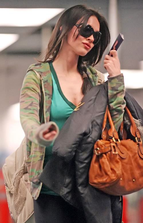 megan fox glasses pictures. Look Trendy with Megan Fox#39;s