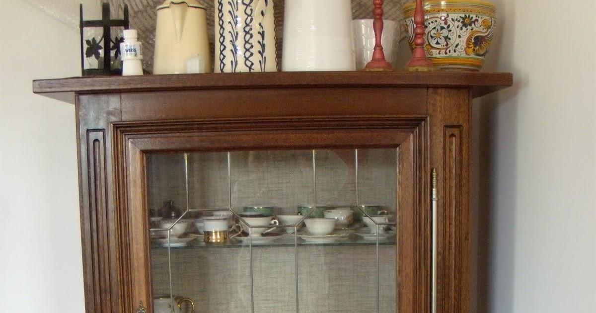 Venta Garage Mueble con puerta de vidrio, tres repisas vidrio y un