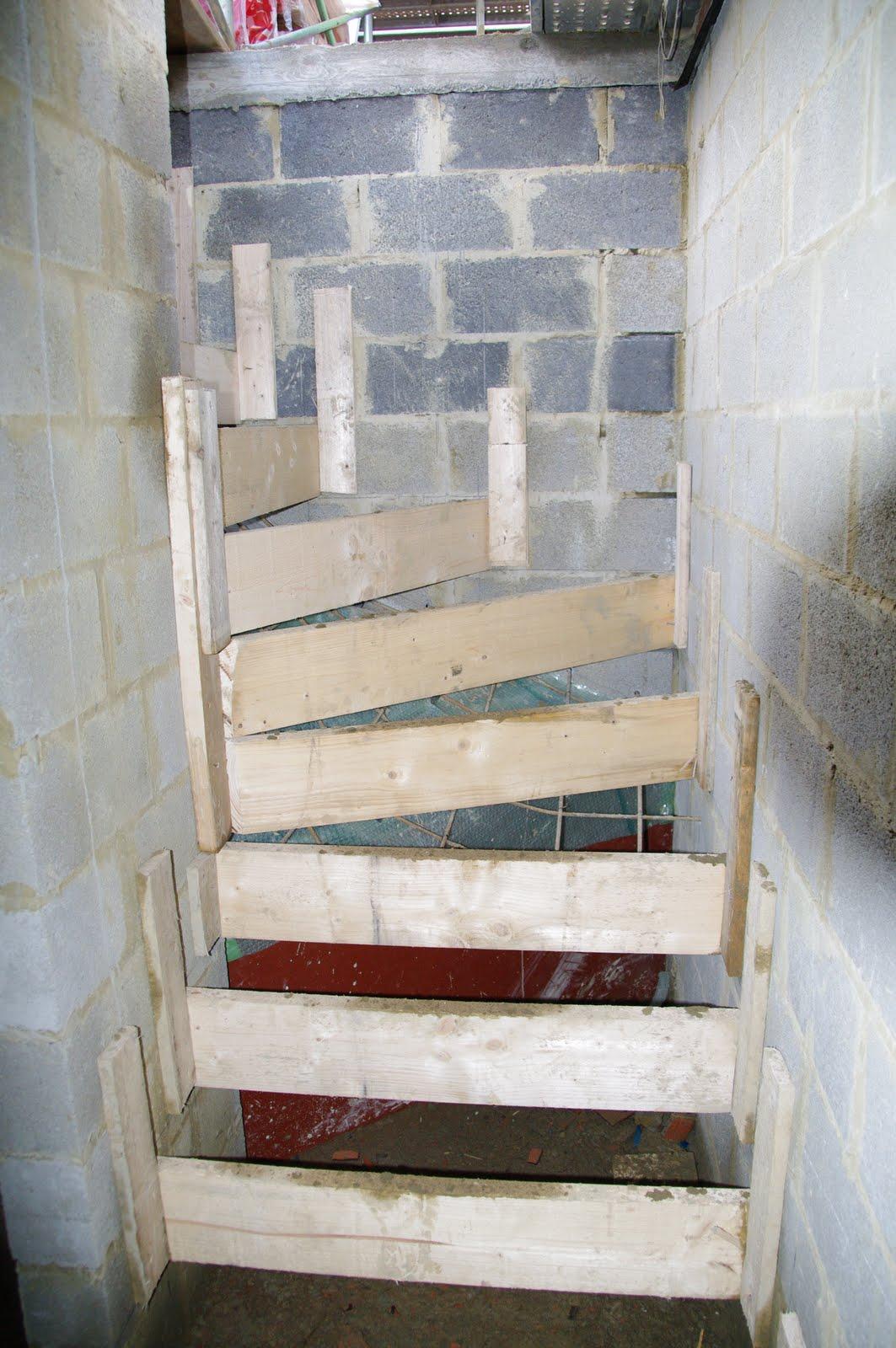 Maison nathalie et alban pr paration de l 39 escalier du for Maison de l escalier