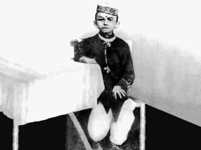 mahatma gandhi the childhood of a Gandhi's life saw many changes in the world from the peak of the british empire to the beginning of its dissolution he lived through it and played no small part if.