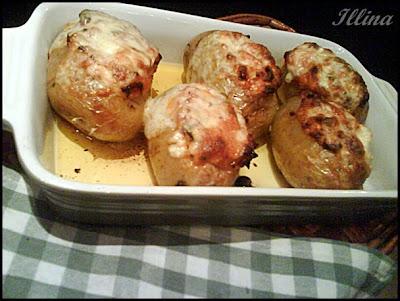 Пълнени картофи със синьо сирене