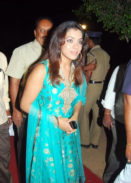 Sandhya In Sleeveless Salwar Suit Wallpapers hot images