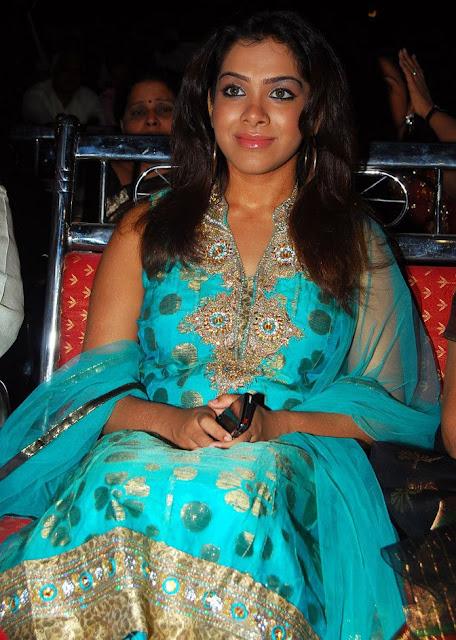 Sandhya In Sleeveless Salwar Suit Wallpapers cleavage