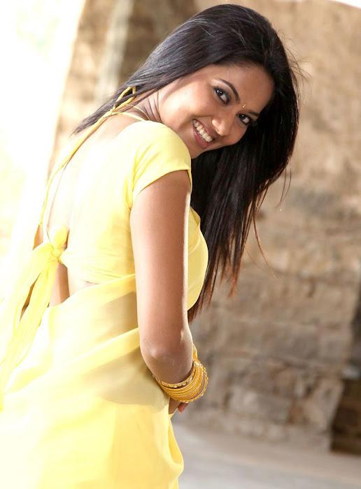 suhasini mouna ragam heroine in saree hot photoshoot