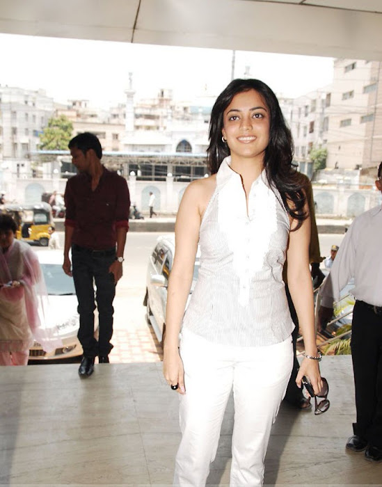 nisha agarwal at samsung mobile stores actress pics