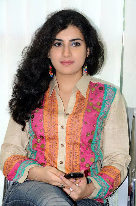 archana poses actress pics
