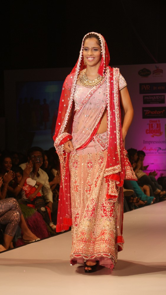 exclusve sania nehwal in bridal rwalk hot images