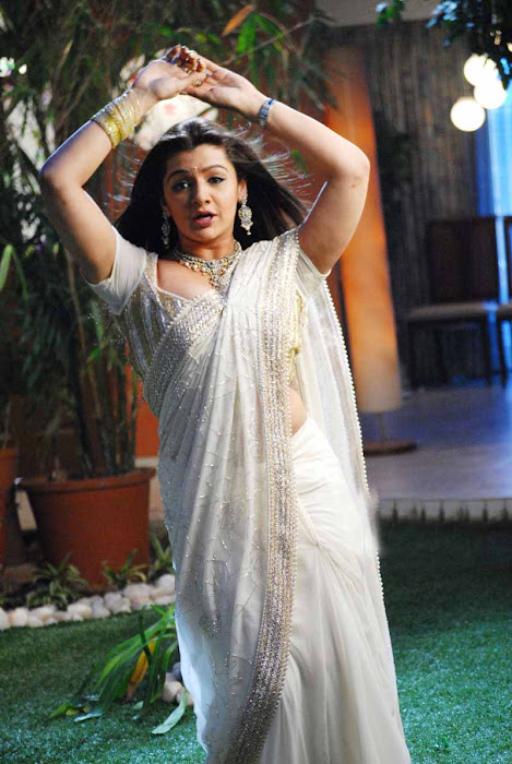 aarthi agarwal in bmym romantic song unseen pics