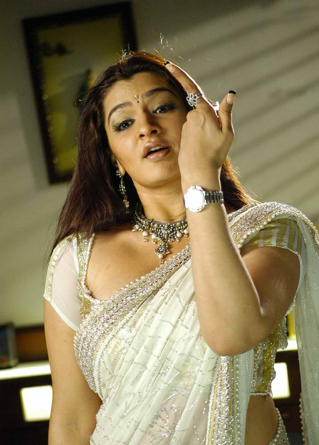 aarthi agarwal in bmym romantic song