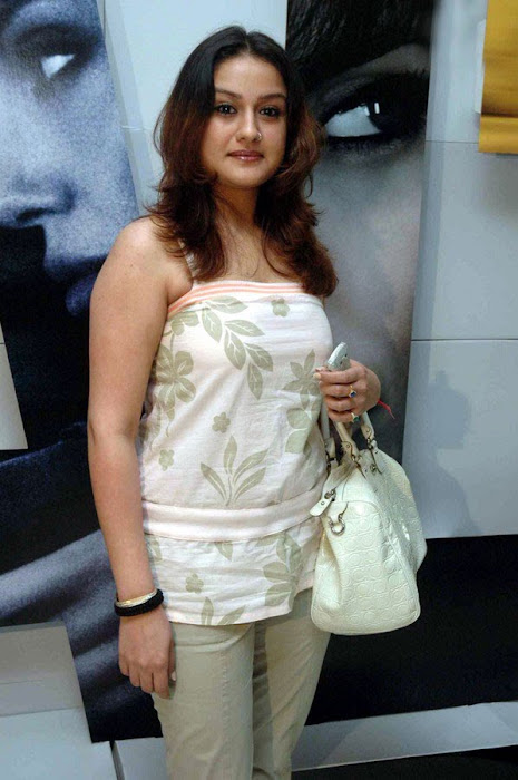 sonia agarwal at salt premier latest photos