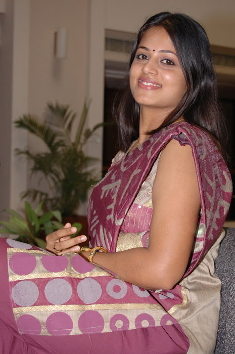 sindhu menon spotted after marriage rare photo gallery