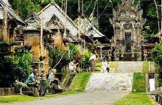 Rumah-Gapura-Candi-Bentar-Bali-traditional-house