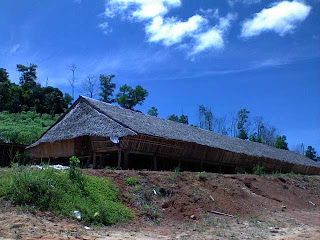 Rumah-panjang-kalimantan-barat-traditional-house