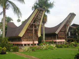 rumah-tongkonan-SULSEL-traditional-house