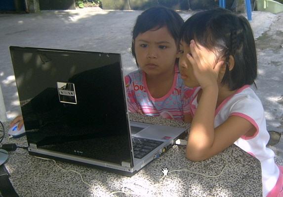 เด็ก ๆ กับคอมพิวเตอร์