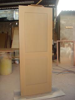 Puertas principales puerta de interior y vigas de madera for Puertas principales de madera