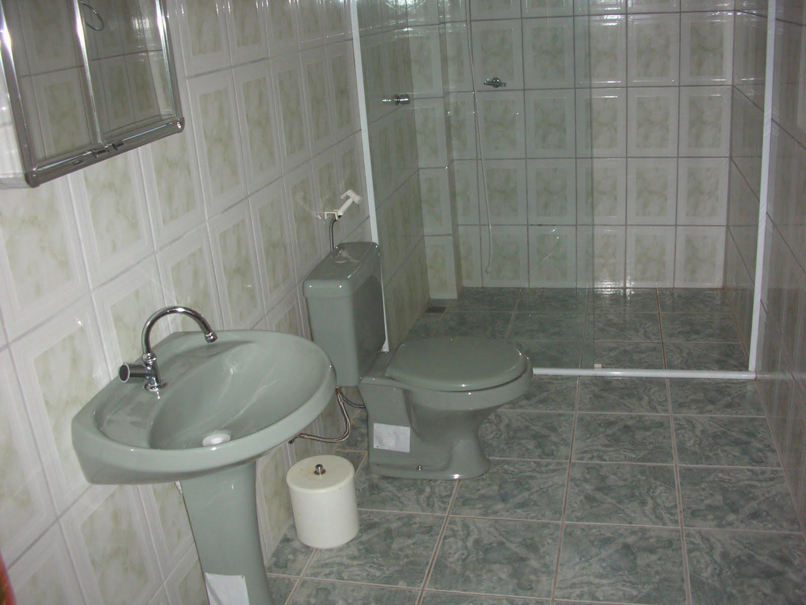 Banheiros amplos 1 com Banheira de hidromassagem. #5B514A 1600x1200 Banheiras De Hidromassagens Para Banheiros Pequenos