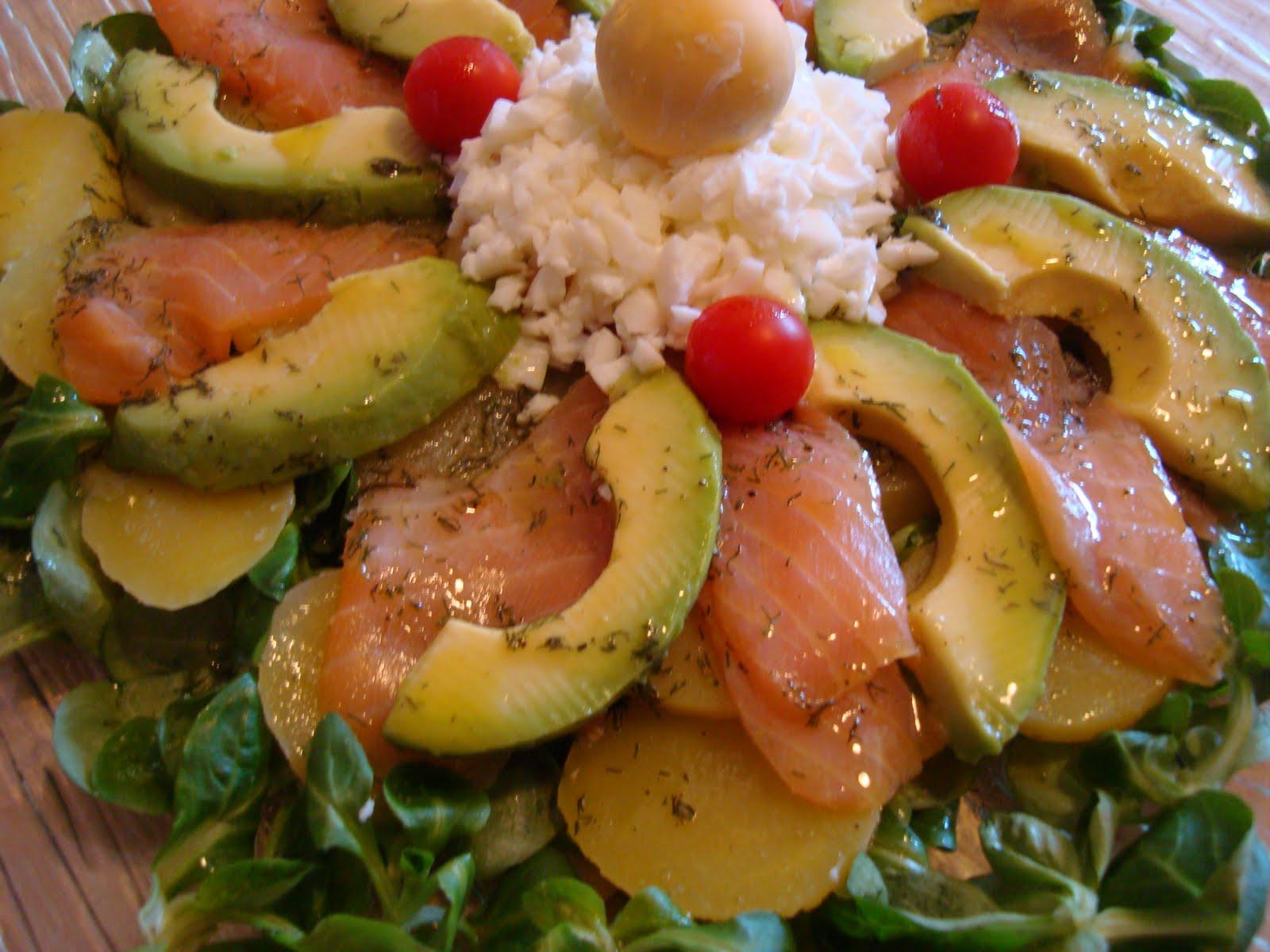 A la mesa y rico ensalada de patata salm n y aguacate - Ensalada salmon y aguacate ...
