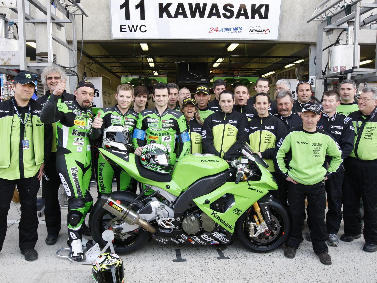 http://1.bp.blogspot.com/_ja0nvj5Jato/S-LR8vQyUiI/AAAAAAAAG3o/wcqK1DUt5nY/s1600/Kawasaki_Ninja_ZX-10R_wins-24-Hours-of-Le-Mans_2010_5.jpg