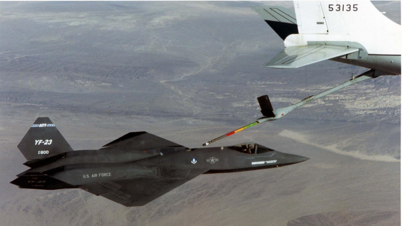 http://1.bp.blogspot.com/_ja676MG45Zg/S_qYM4nBqXI/AAAAAAAADek/41I_va3cUSw/s1600/yf-23-refueling-in-the-air.jpg