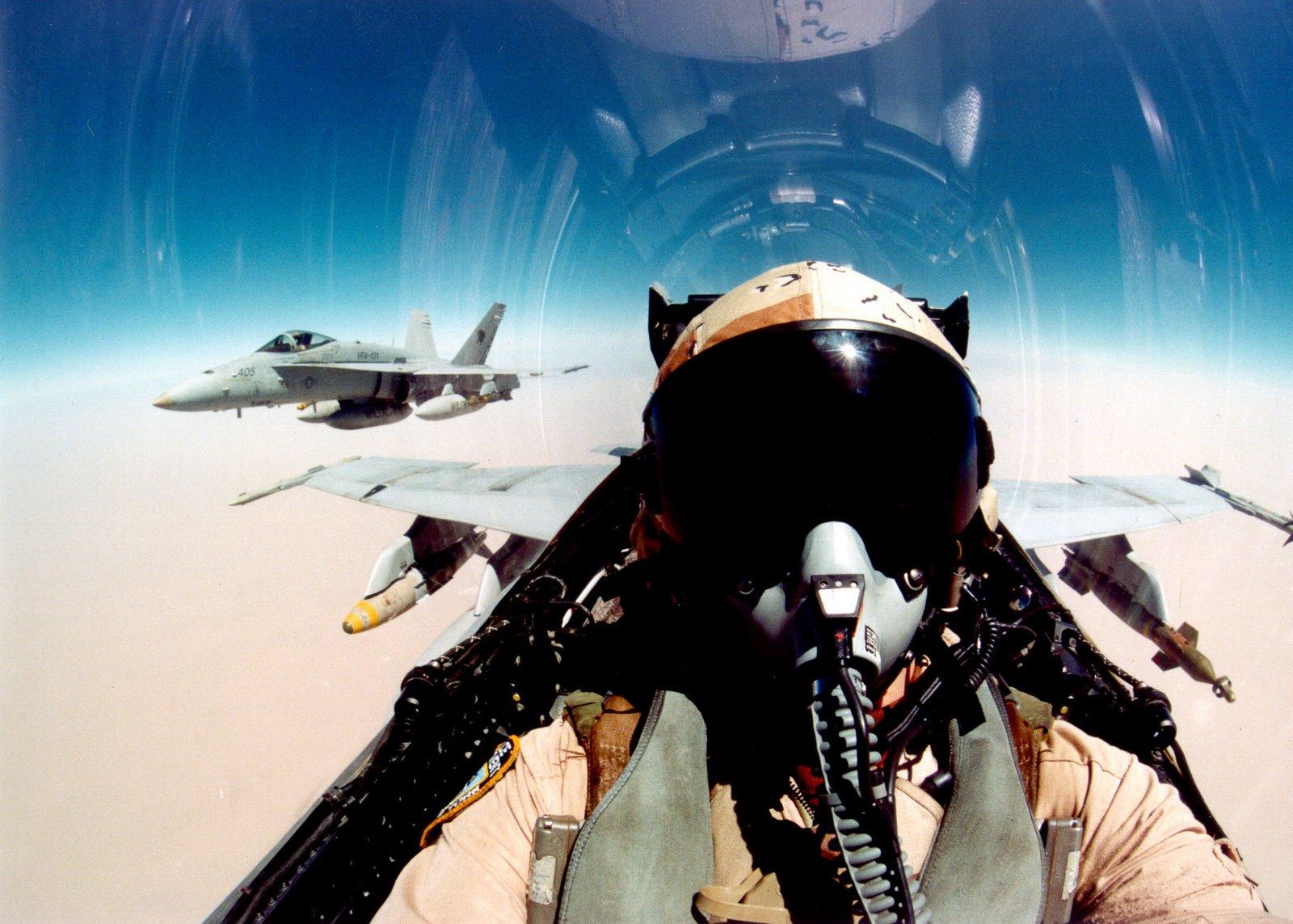 http://1.bp.blogspot.com/_ja676MG45Zg/Sw2wTDDVZBI/AAAAAAAAAjQ/31Hg97GMUzc/s1600/super+hornet+cockpit.jpg
