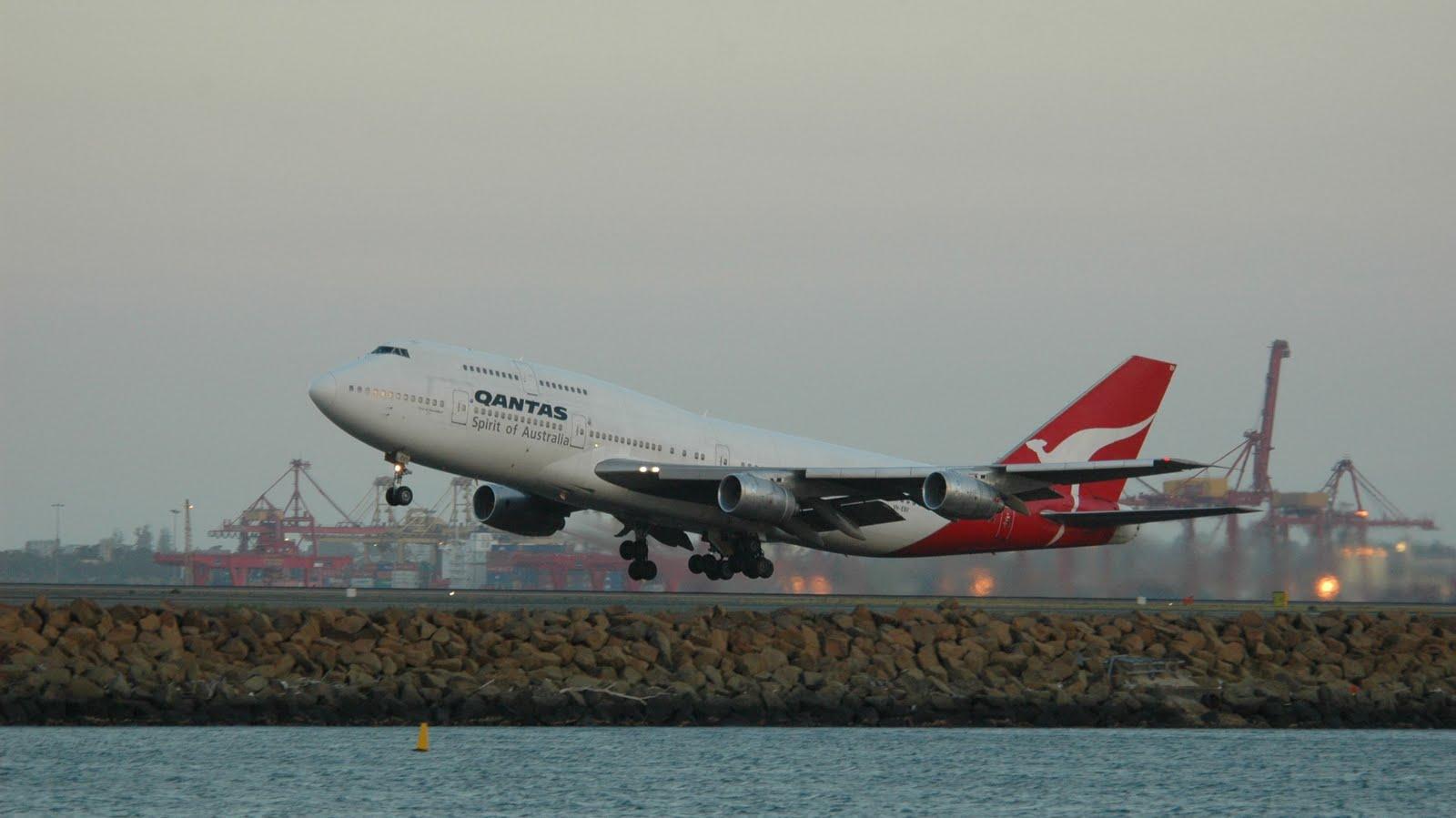 http://1.bp.blogspot.com/_ja676MG45Zg/TIgXYAuyFkI/AAAAAAAAEjs/bRbatDiKeYQ/s1600/qantas-spirit-of-australia-boeing-747-400-takeoff.jpg