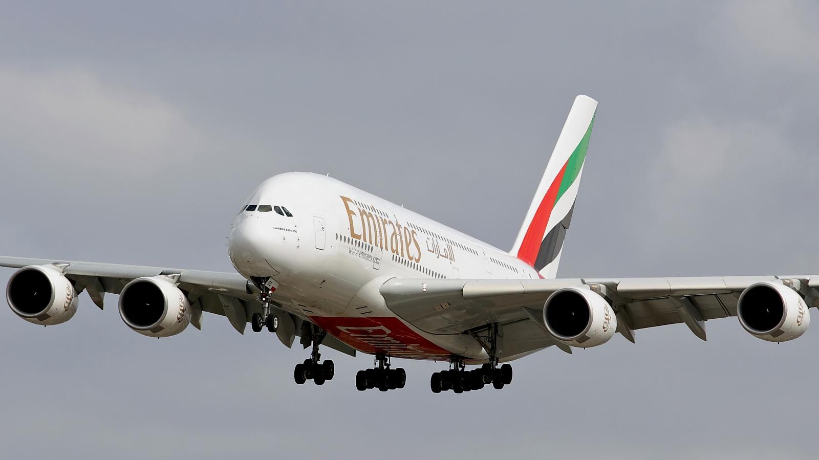 http://1.bp.blogspot.com/_ja676MG45Zg/TQFjh7kuOBI/AAAAAAAAEvc/0wp0SwakXXY/s1600/emirates-a380-2.jpg