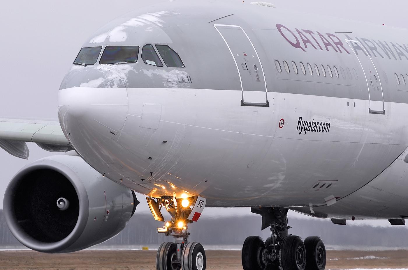 http://1.bp.blogspot.com/_ja676MG45Zg/TSXOpWDnhgI/AAAAAAAAE1c/zeJzA0bNrd4/s1600/a330-200-qatarairways-taxiing.jpg