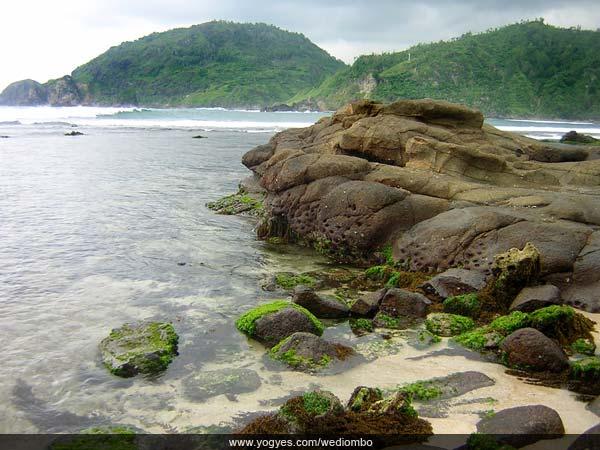 Djokdja Beach ...: Memancing Ikan dari Bukit Karang