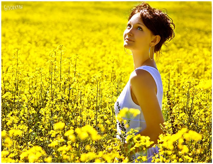 [The_girl_in_the_field_by_Grinch7.jpg]