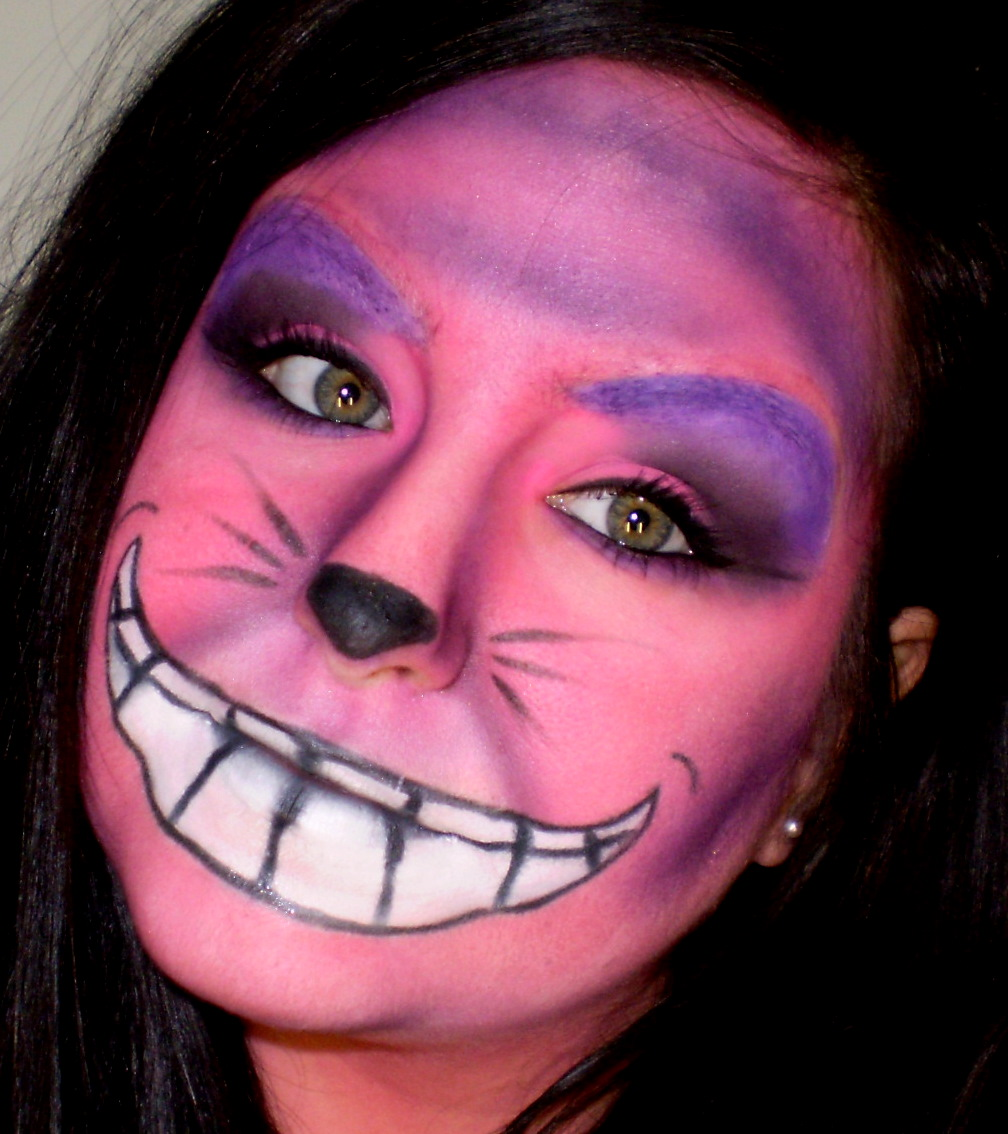 Cheshire Cat Face Paint http://misscaseyb.blogspot.com/2011/01/alice-in-wonderland-cheshire-cat.html