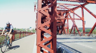 Image of bicyclist on bridge in Portland, Oregon