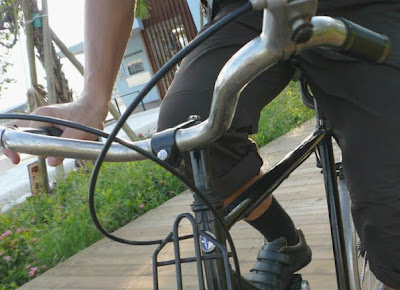 Image of bicyclist with front rack