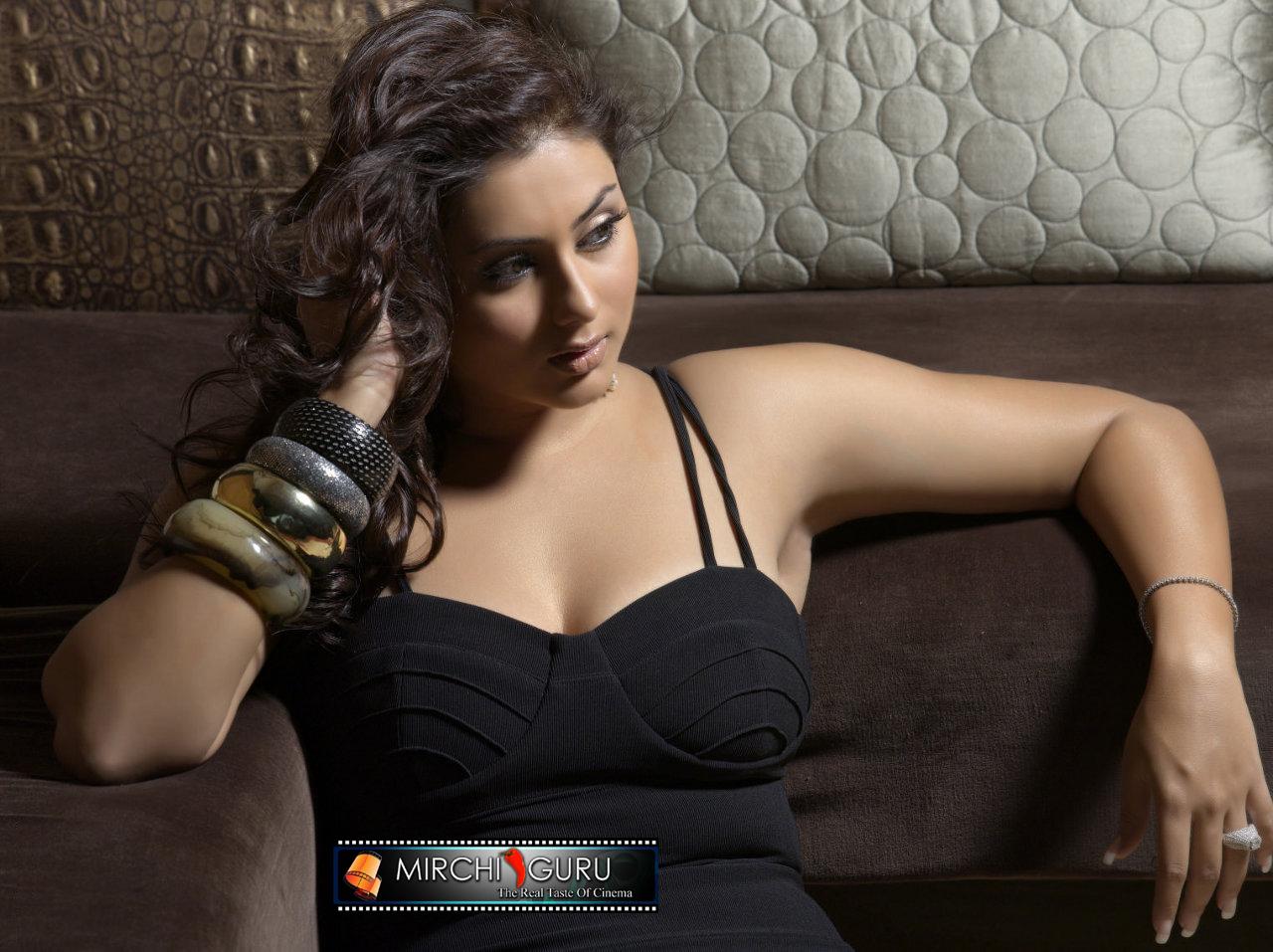 http://1.bp.blogspot.com/_jdnlGz1uv74/TKAu7leaMhI/AAAAAAAAACg/FAYjq9oV0sA/s1600/namitha_photo_shoot_wallpapers_04+copy.jpg