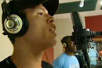Luis Fabiano grava com com o rapper Prof. Pablo