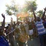 Em meio a corpos, fome, sede e destruição, haitianos se agarram a Deus por esperança